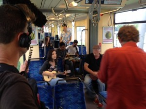 In der Straßenbahn unterwegs mit der First Ukulele Band